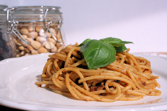Spaghetti-with-Sundried-Tomatoes-Pesto
