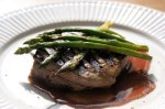 Veal-Medallions-with-Chianti-Sauce-and-Grilled-Asparagus_